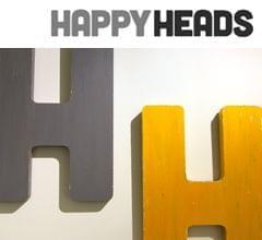 rotulación interior letras madera acabado envejecido para peluquería Happy Heads. Imagen portada