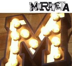 "Rótulo exterior madera envejecida acabado blanco roto bar ""moreneta"". Imagen portada"