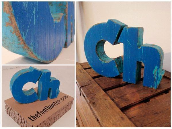 Iniciales C y H madera azul regalo