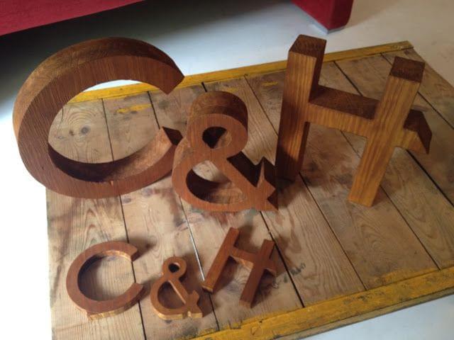 Conjuto letras madera C y H