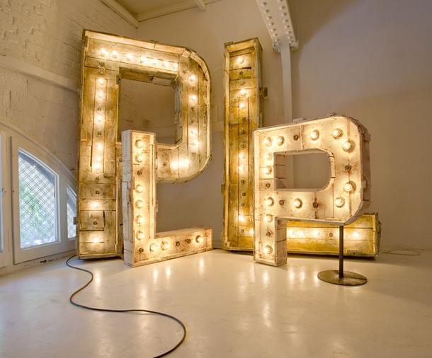 Conjuntos de letras de madera iluminadas con lámparas gigantes para decoración o regalo