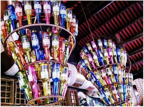 Detalles decoración restaurante mexicano La Santa. Lámpara Coronitas