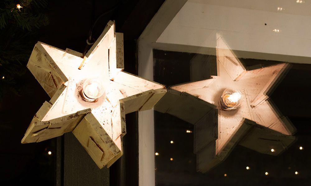 Imagen decoración Navidad Bulevard Rosa. Detalle estrellas de madera con iluminación intermitente