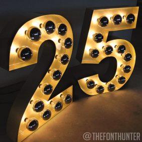 Números 25 para celebración de marca